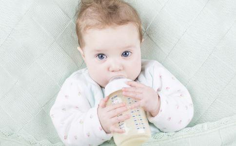 奶粉不适应症状 婴儿换奶粉不适的症状 宝宝奶粉换段