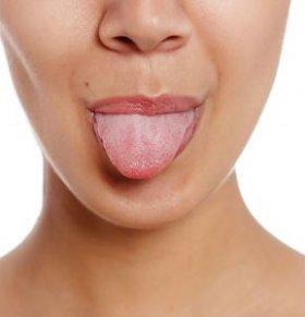 舌头发白是什么原因 舌头发白怎么办 舌头振颤是什么情况