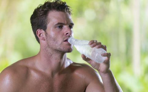 男人多喝水才健康 是补肾助力