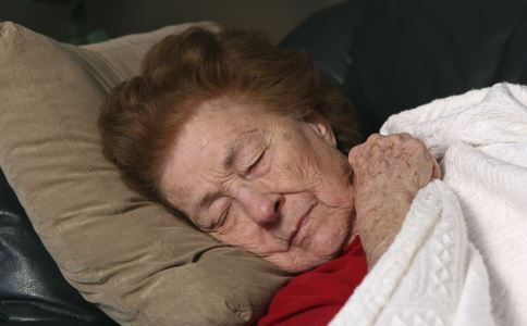 老年斑的原因有哪些 如何防治老年斑 老年斑怎么预防