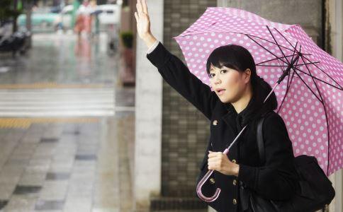 暴雨天气要如何自救 暴雨天气的急救方法 遇到暴雨天气要怎么办