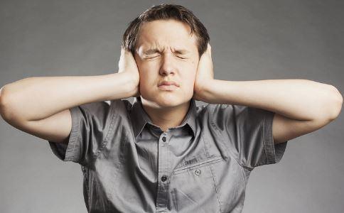 耳朵进水了一直嗡嗡响怎么回事 耳朵进水了要怎么办 耳朵进水是什么原因