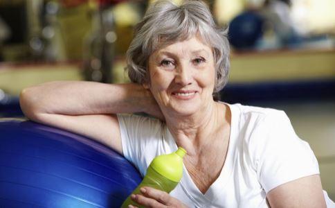 老人夏季养生小常识 老人在夏季怎么养生 老人在夏季怎么补身体