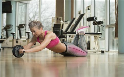 健腹轮效果好吗 健腹轮怎么锻炼 健腹轮正确玩法
