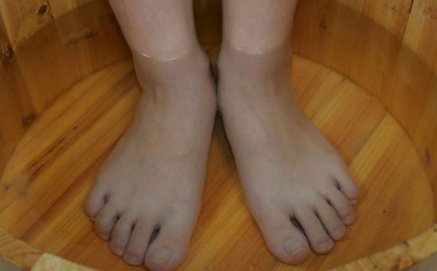 夏季降温要注意什么 别用凉水洗脚