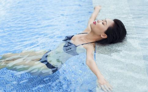 游泳可以瘦腿吗 游泳瘦腿效果好吗 怎么有用可以瘦腿