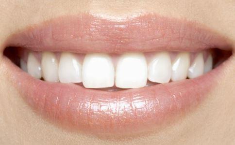 口里发涩是什么原因 嘴里有味道怎么回事 口中发涩是怎么回事