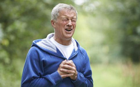 夏季老人为什么容易胸闷气短 夏季老人胸闷气短的原因 老人夏季如何保健