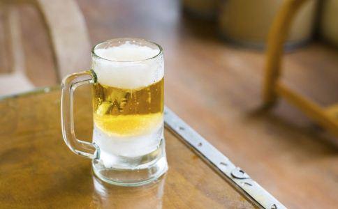 老人酗酒有什么危害 老人喝酒的注意事项 老人喝酒要注意什么