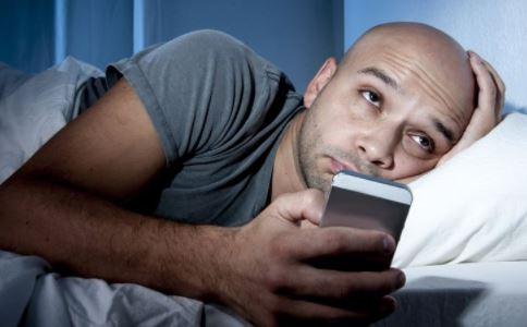 睡前不能做什么 上床前不能做什么 如何提高睡眠质量