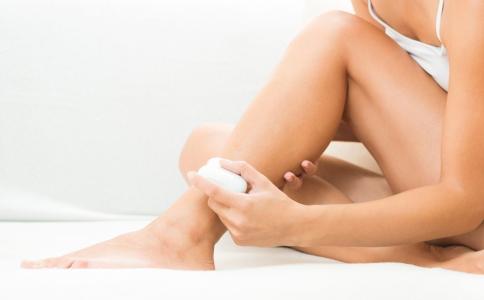 大腿内侧有肥胖纹怎么消除 预防肥胖纹的方法有哪些 肥胖纹怎么预防比较好