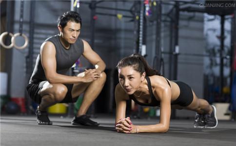 女生平板支撑有什么好处 能改善身体姿势