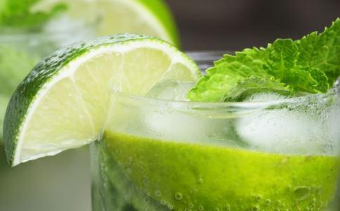 夏季喝冷饮好吗 夏季喝冷饮有什么危害 喝冷饮要注意什么