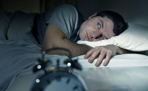 经常失眠有哪些危害 睡前吃什么缓解失眠 失眠患者吃什么好