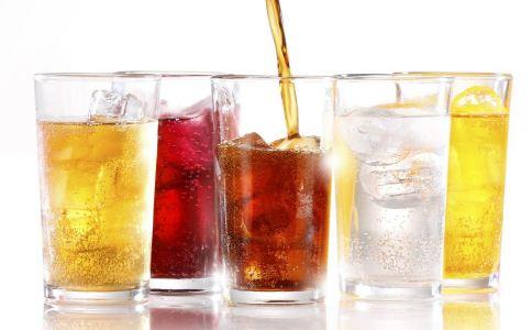 女人夏季常喝冷饮好不好 女性夏季喝冷饮的危害 女人夏季喝什么好