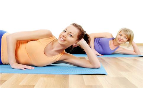 侧身平板支撑怎么做 推荐四个平板支撑的动作