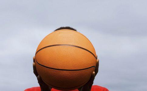 男子高温下打球险丧命 高温如何预防中暑 中暑的预防方法