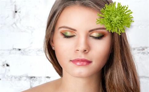 夏天皮肤油腻怎么办 如何改善皮肤油腻 皮肤油腻的原因