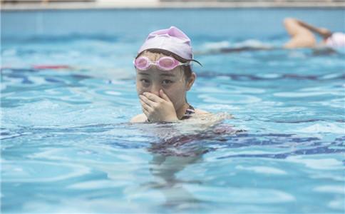 有哪几种游泳姿势 各种游泳姿势特点 夏季游泳的好处