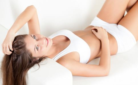 右侧卵巢囊肿有哪些早期信号 右侧卵巢囊肿影响生育吗 右侧卵巢囊肿对女性有哪些危害