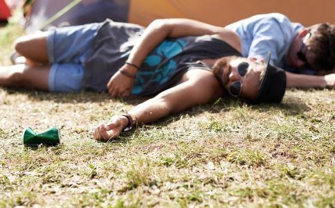 夏季中暑怎么办 中暑如何防治 怎么预防中暑