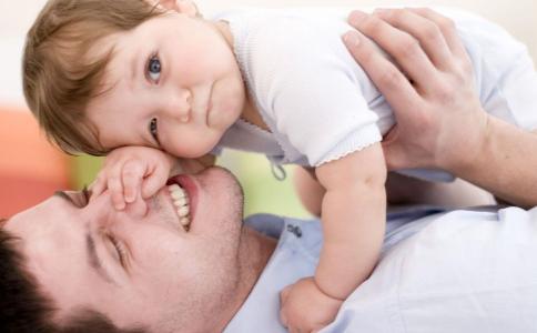 伤宝宝耳朵的行为 宝宝耳朵护理 宝宝耳朵