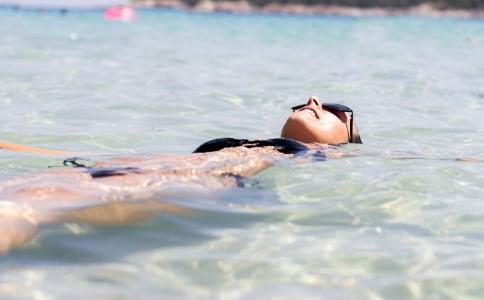 夏季遇到溺水要怎么急救 溺水的最佳急救方法 有人溺水怎么办
