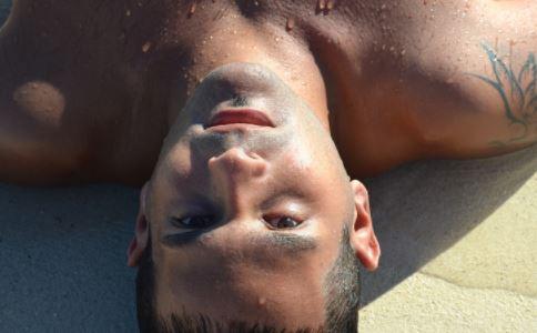 19岁男子半脸纹身 纹身会传染疾病吗 纹身的危害