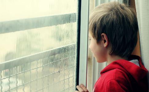 自闭症孩子的特征 儿童自闭症什么导致的 儿童患自闭症有什么症状