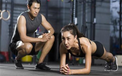 平板支撑能减肥吗 在健身房怎么减肥 怎么做平板支撑