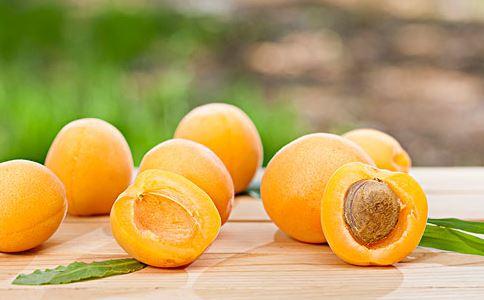 孕妇能吃杏吗 孕妇可以吃杏吗 孕妇能吃杏仁吗