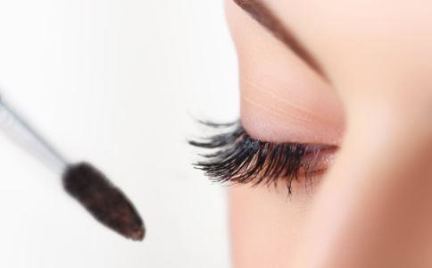 怎么刷睫毛膏 刷睫毛膏的方法 刷睫毛膏的技巧