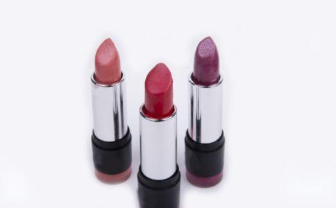 如何选择适合自己的口红 口红如何选择 口红的颜色怎么选择