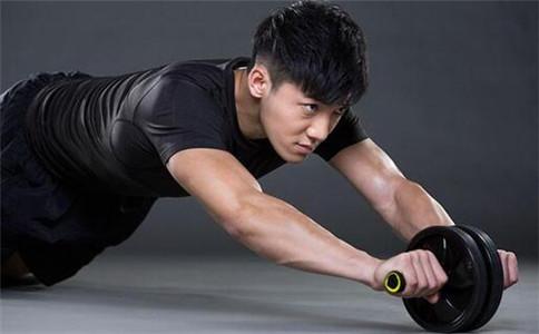 健腹轮可以练胸肌吗 健腹轮的好处 怎么样练胸肌