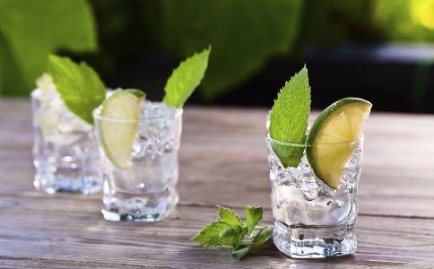 柠檬水泡水喝可以减肥吗 柠檬水减肥的方法有哪些 柠檬水怎么喝可以减肥