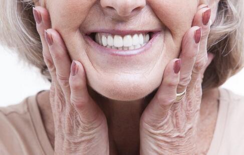 牙周炎有什么症状 牙周炎的症状有哪些 牙周炎的预防方法
