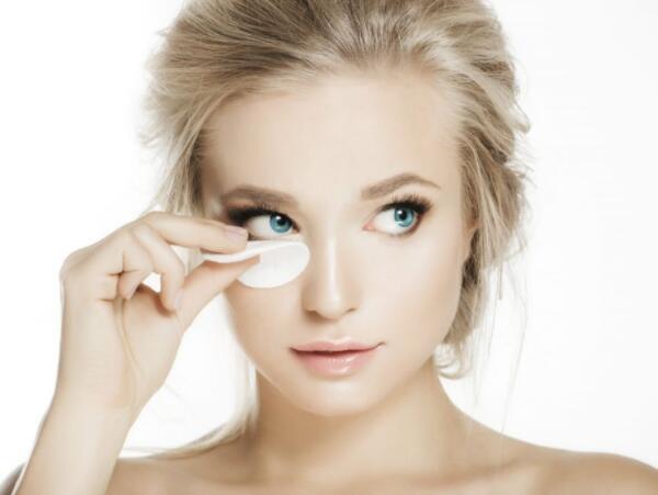 熬夜出现眼袋 哪些方法能祛眼袋