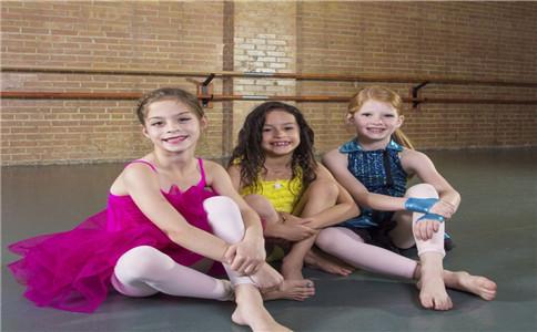 孩子几岁学跳舞好 孩子学跳舞好吗 孩子学跳舞的好处