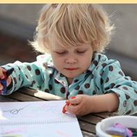 左撇子孩子的天赋 左撇子孩子的特点 孩子是左撇子