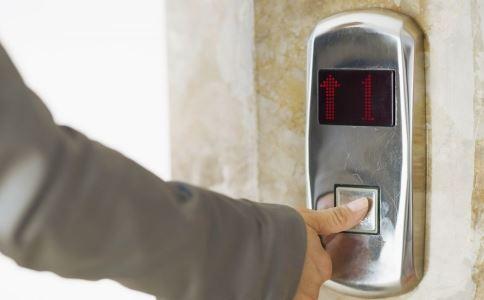 杯子挡电梯门爆炸 坐电梯禁忌事项是什么 乘坐电梯注意什么