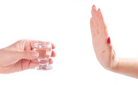 酒精中毒有什么症状 酒精中毒的急救方法 酒精中毒要怎么办