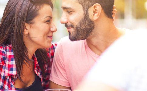 男生应该如何吸引女生 什么样的男人吸引女人 男人怎么吸引异性