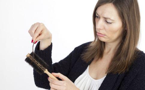 哪些偏方能治疗脱发 治疗脱发的偏方有哪些 预防脱发吃什么食物