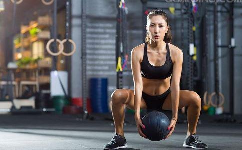 深蹲减肥的好处有哪些 深蹲可以减肥吗 怎么深蹲可以减肥