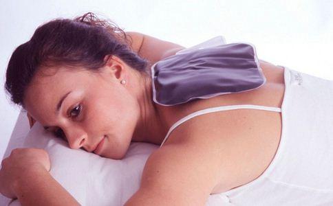 玩水9小时红肿脱皮 皮肤严重晒伤怎么办 皮肤晒伤如何处理