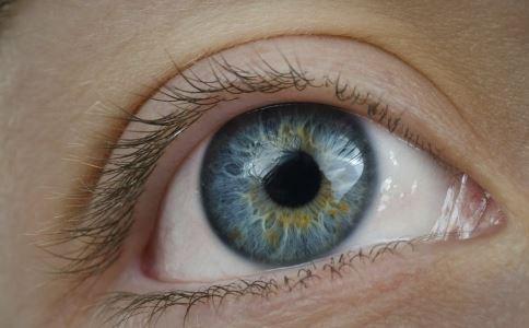 眼睛进入东西怎么办 眼睛进异物有什么方法 眼睛进东西如何处理