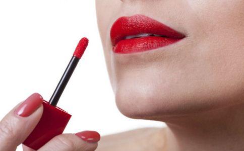 涂口红中毒或致癌是真的吗 如何健康的使用口红 长期涂口红会导致铅中毒吗