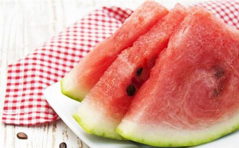 夏季吃西瓜小心中毒 夏季吃西瓜有什么好处 买西瓜怎么挑