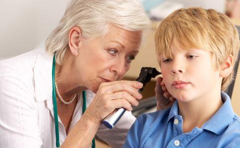 掏耳朵会感染外耳炎吗 患上外耳炎的原因是什么 患上外耳炎怎么办