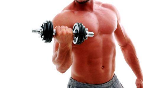 男生怎么用哑铃练出胸肌 哑铃可以锻炼出胸肌吗 锻炼胸肌时要注意什么